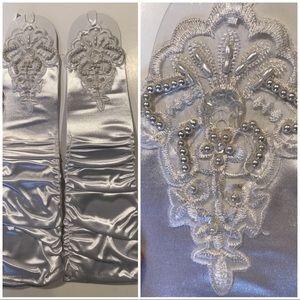 Accessories - 💍White Satin Full Length Fingerless Gloves